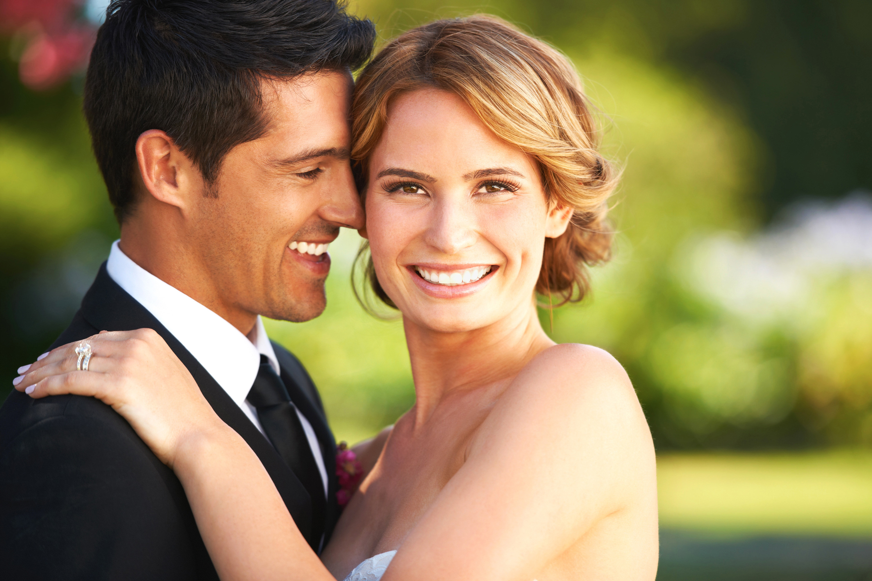 Szép mosoly az esküvőn